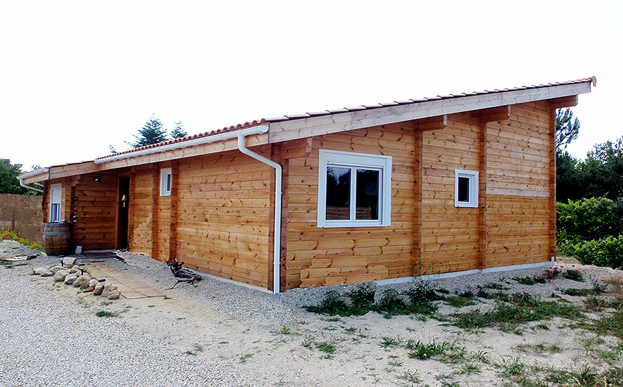 Maison toiture une pente, deux chambres et un bureau (Saint Médard en Jalles). Poêle à bois ...